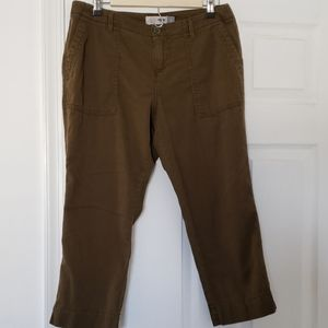 Old Navy Straight Capris Size 6 Petite